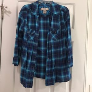 Shades of blue plaid top 3/4 sleeves